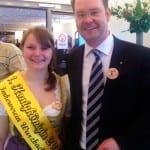 Gemeinsam mit der Honigkönigin Anna Keim
