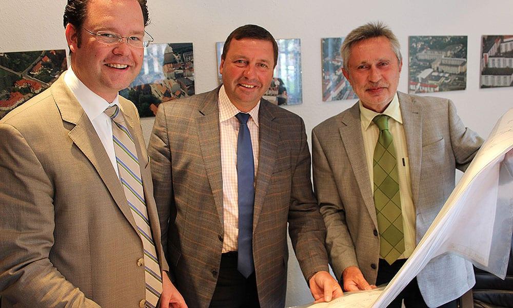 v.l.n.r.: Tankred Schipanski MdB, Volkmar Vogel MdB und Andreas Adolf (Geschäftsführer WBG Arnstadt)