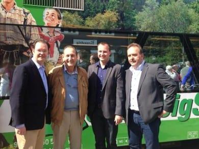 Gemeinsam mit Landtagskandidat Andreas Bühl fuhr ich mit dem Rennsteigshuttle