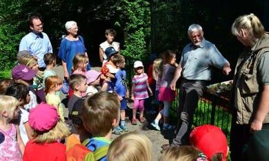 Roland Walther, Leiter des Tierparks, erklärte viel zu den zahlreichen Bewohnern des Zoos