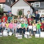 Schüler der Grundschule Stützerbach mit neuen Fahrradhelmen