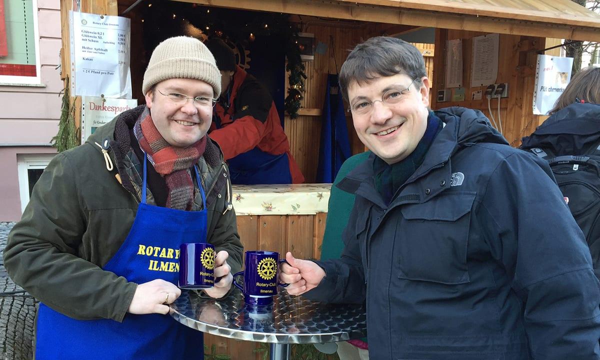 Glühweinstand des Rotary Clubs auf dem Ilmenauer Weihnachtsmarkt