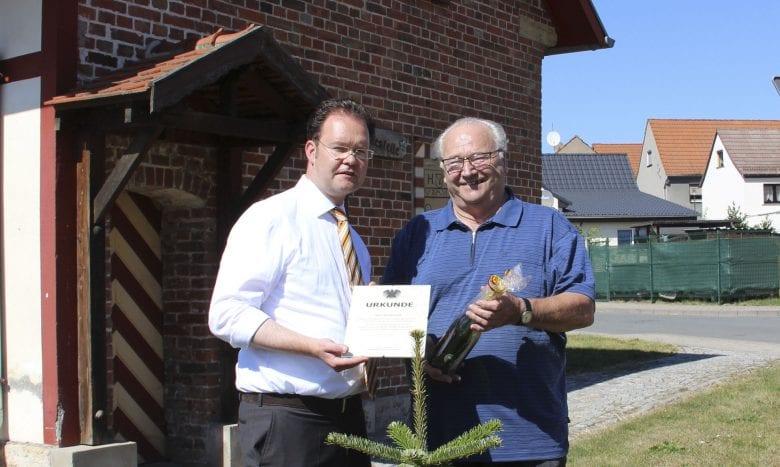 Urkunde für ehemahligen Bürgermeister Rolf Bärwolf, Molschleben
