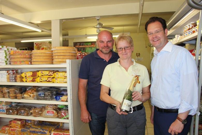 Auszeichnung des Engagements von Petra Remdt im Nahkauf Remdt, Manebach